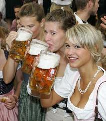 Oktoberfest i Tyskland- Øl og svære mugger