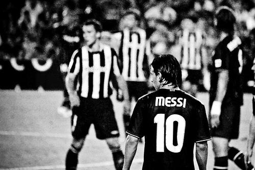 Verdens beste fotballspiller til Premier League?